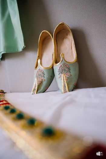 Embroidered groom shoes in green