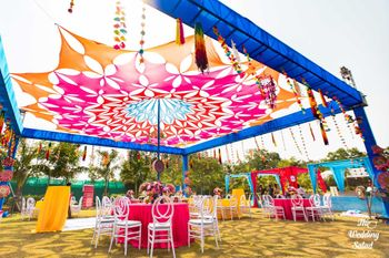 Unique mehendi cutout tent decor idea