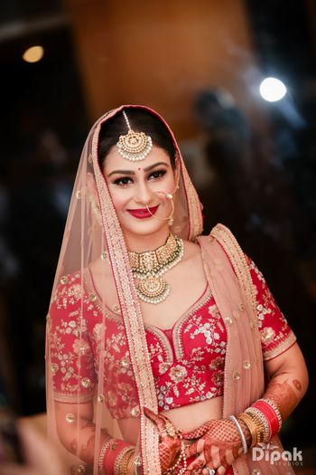 Simple bridal look with choli cut blouse