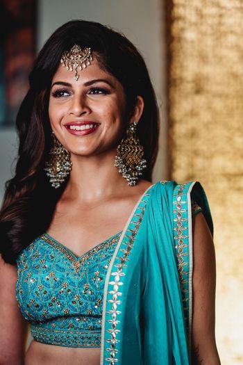 Simple bridal jewellery with turquoise lehenga
