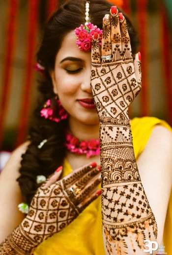 Bride flaunting her back hand mehndi design