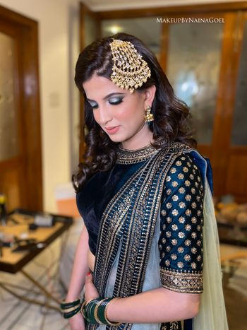 Bride in soft and subtle makeup and beautiful gold jhoomer.