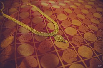 Photo of Gold Rani Necklace on Red Saree