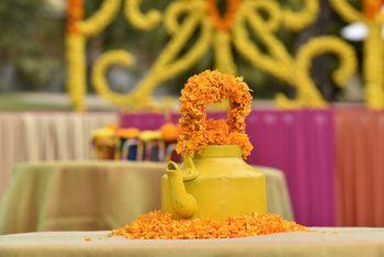 yellow teapot as wedding centerpiece