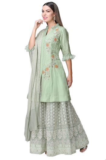 Mehendi outfit with long kurta for mother of the bride