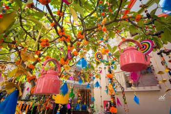 Hanging kettles as mehendi decor