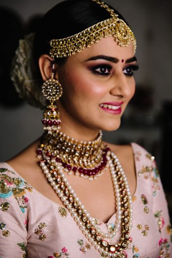 Bridal jewellery with layered necklace and mathapatti