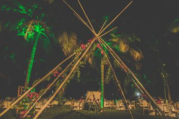 Unique teepee or tent decor idea for wedding