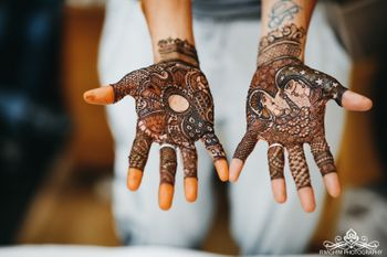 Intricate mehndi pattern and details