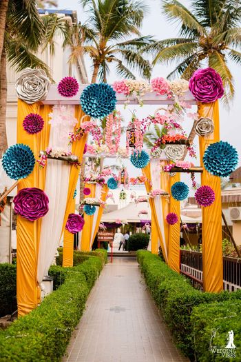 Entrance decor idea with giant paper flowers