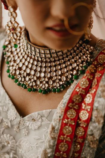 A bridal's gorgeous necklace perfectly captured!