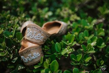 Customised bridal juttis which look cute