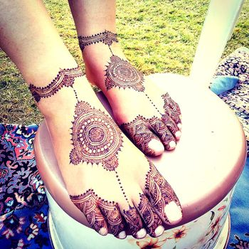 Photo of Mandala design modern mehendi on feet