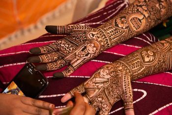 Cute portraits in mehendi design
