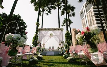 A minimal mandap decor idea!