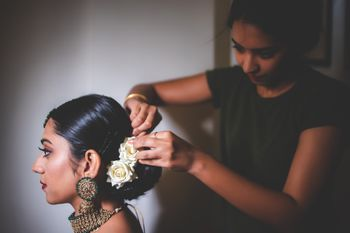 Bridal hairstyling making a bun