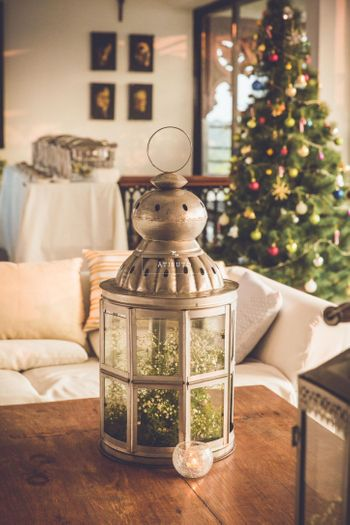 Silver Lanterns Decor with Flowers