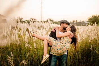 Cute pre wedding shoot idea outdoors with couple kissing