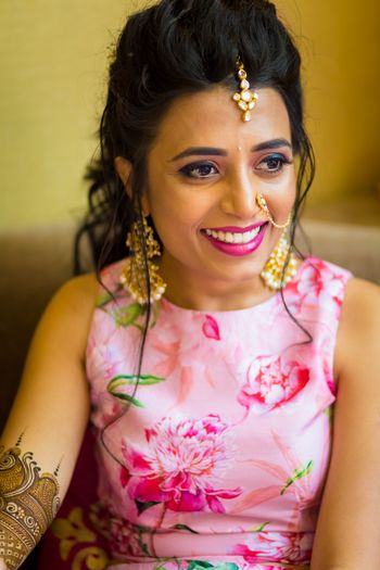 simple mehendi or engagement jewellery with nath