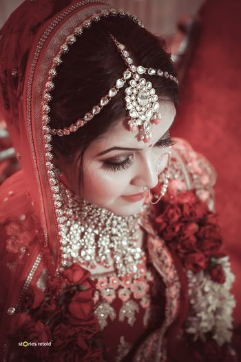 A beautiful bride with subtle makeup and bronze eye-makeup.