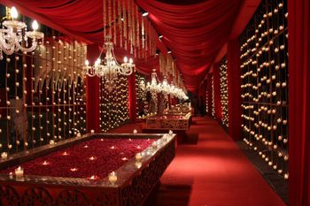 Red and gold luxe entrance decor idea