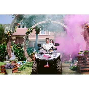 Couple entering on flamingo theme atv on mehendi