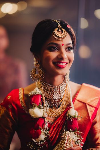 Simple south indian bridal look wearing jaimala