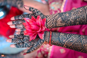 A bride flaunting her mehndi