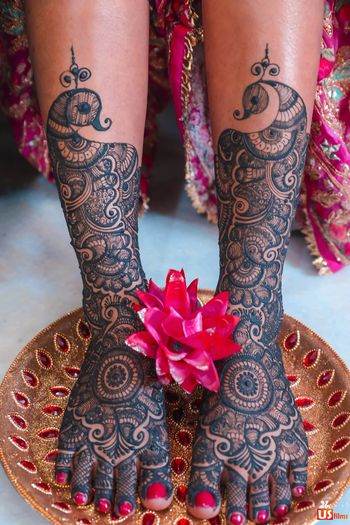 A shot of a bride's feet mehendi design
