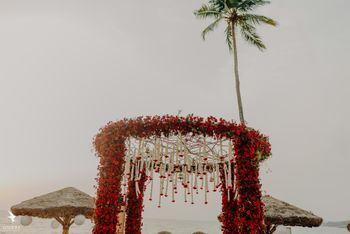 floral round shaped red mandap