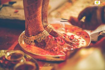 Photo of Bridal Feet Mehendi with Gold Anklets