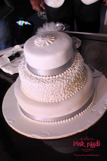 A modern and exquisite wedding cake.