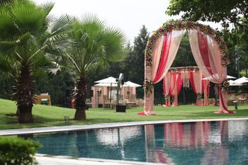 Pink Themed Decor at Poolside Venue