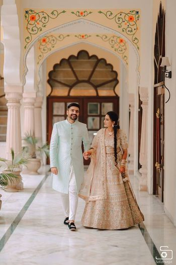 contrasting pastel bride and groom outfits for mehendi