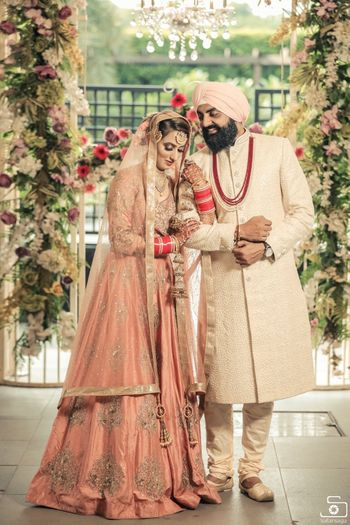 Photo of Sikh bride and groom pose romantically