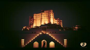 fort honeymoon or pre wedding shoot idea at night