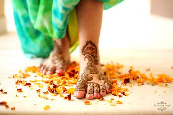 Photo of Bridal Feet Mehendi - Bel Design