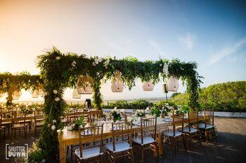 long intimate dinner setting decor idea