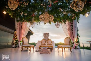 grand floral mandap decor idea with chandeliers