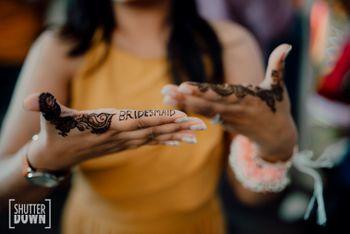 minimal bridesmaid mehendi design idea