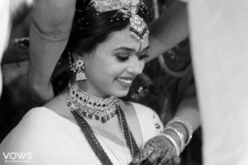 A bridal portrait at the time of tying the mangalsutra