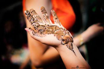 Bridal Hand Mehendi - Bel Design