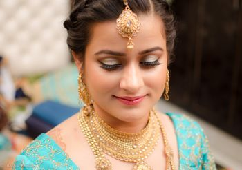 Gold Bridal Jewelry - Necklace and Maangtikka