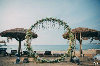 Floral ring for beach wedding idea