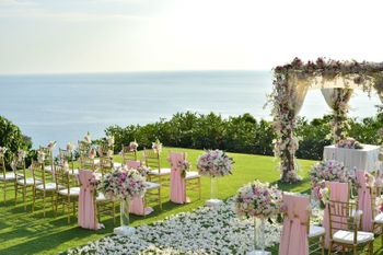 A gorgeous mandap by the sea in tones of baby pink and white