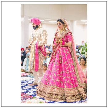 Photo of  A beautiful portrait of bride and groom in gurudwara .