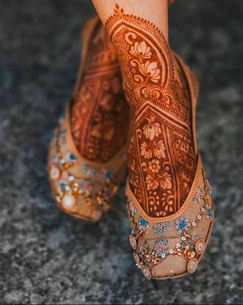 Bridal feet mehendi and jutti
