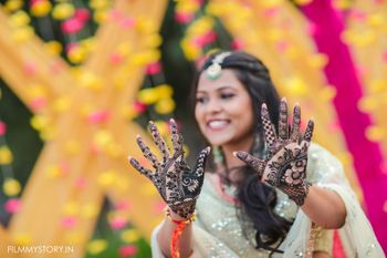 Photo of bride showing off her simple bridal mehendi