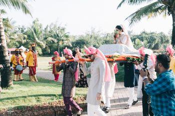 bengali bride entering in a palki