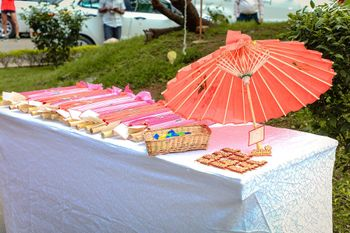 Paper parasols as mehendi favours for guests.